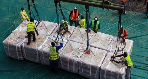 Le premier navire d'importation à bord des quais du Port de San Pedro. feature image