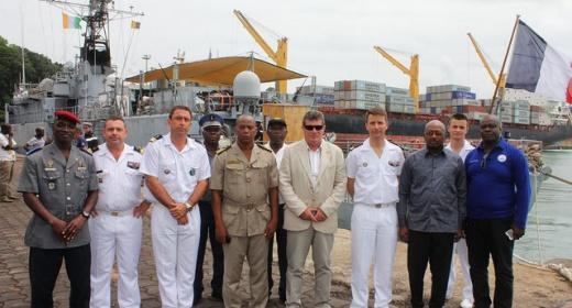 Escale de la marine  française au port autonome de San Pedro / Quiquerez : l'équipage du LV HENNAF s'en souvient feature image