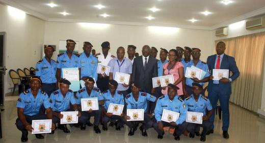 Sécurité et Sûreté portuaire / Formation au secourisme : des agents du PASP dont 19 pompiers reçoivent leurs insignes du DG feature image